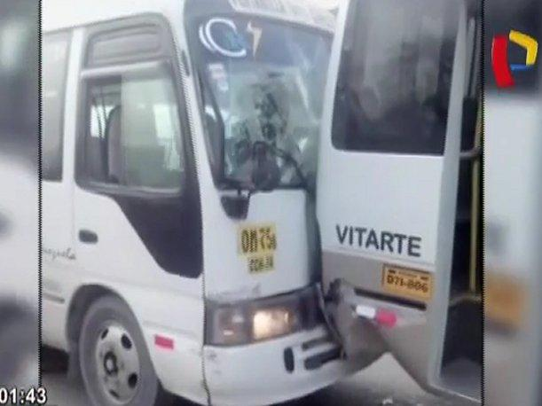Ate Vitarte El Chosicano una vez más causa un accidente (VIDEO)