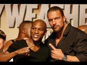 "Mayweather vs Pacquiao: Triple H felicitó a ""Money"""