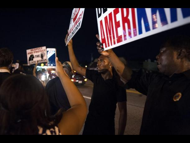 Michael Brown Levantan estado de emergencia tras incidentes