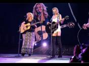 "Taylor Swift y Lisa Kudrow cantaron ""Smelly Cat"" de Friends"