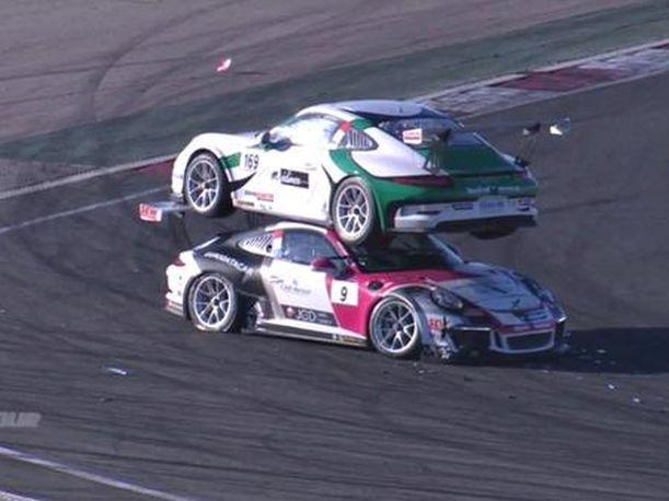 Youtube En la Porsche Carrera Cup sucedió un extraño accidente