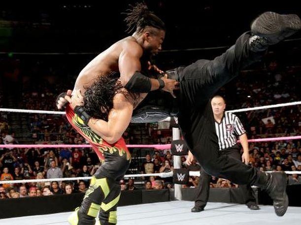 Smackdown Roman Reigns y Dean Ambrose aplastaron a The New Day