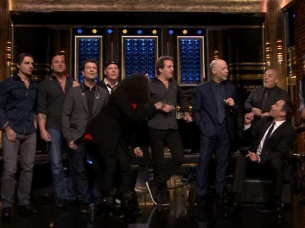 Billy Joel, Simmons y Jimmy Fallon cantaron For the Longest Time