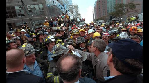 George Bush visita las ruinas del World Trade Center