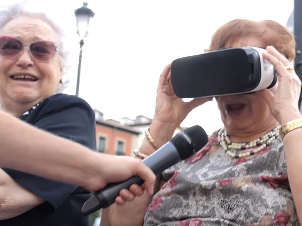 Esto sucede si tu abuela ve porno en realidad virtual Video