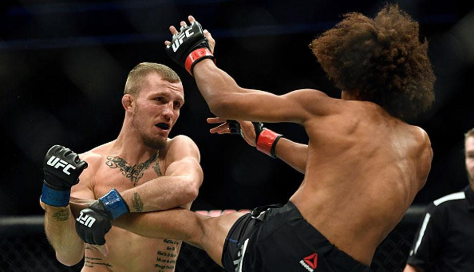 Jason Knight sometió a Alex Caceres y ganó la pelear en UFC Fight Night | Foto: Getty