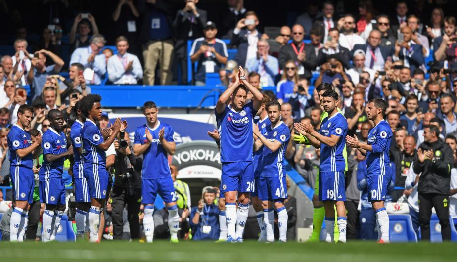 El defensa inglés John Terry se despidió este domingo de la afición del Chelsea. (Foto: Getty Images)