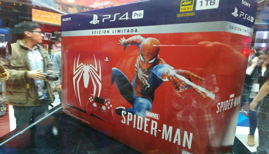 Dos conocidas tienda de lima fueron el punto de encuentro de varios fanáticos del popular superhéroe de Marvel para adquirir el esperado videojuego exclusivo para PlayStation 4. (Fotos; Luis Carnero B.)