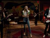 "Miley Cyrus y el hijo de John Lennon estrenaron el video de ""Happy Xmas (War Is Over)"""