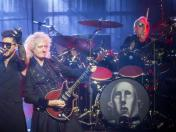 "Twitter: Queen y Adam Lambert anuncian el estreno de su documental ""The Show Must Go On"""