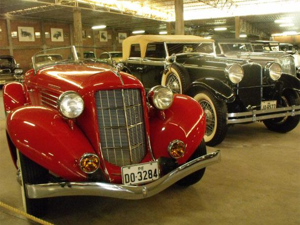 Un paseo por el Museo del Automóvil y sus 120 autos de incalculable valor (VIDEO)