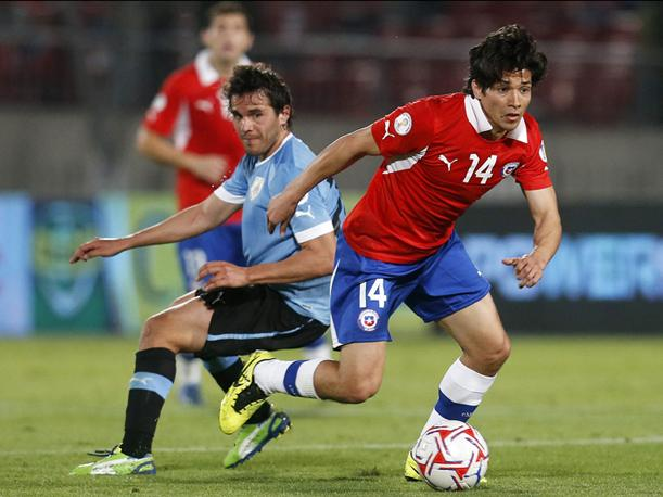 Eliminatorias: Chile vence con justicia 2-0 a Uruguay (VIDEO)