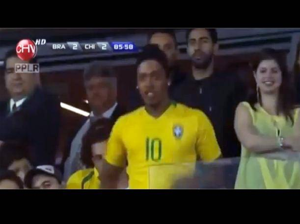 Ronaldinho: Su doble causa sensación en Brasil vs. Chile (VIDEO)
