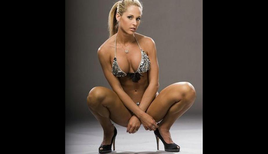 naked-wwe-michelle-mccool