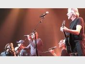 Roger Waters, Billy Corgan y Tom Morello tocan Pink Floyd (VIDEO)