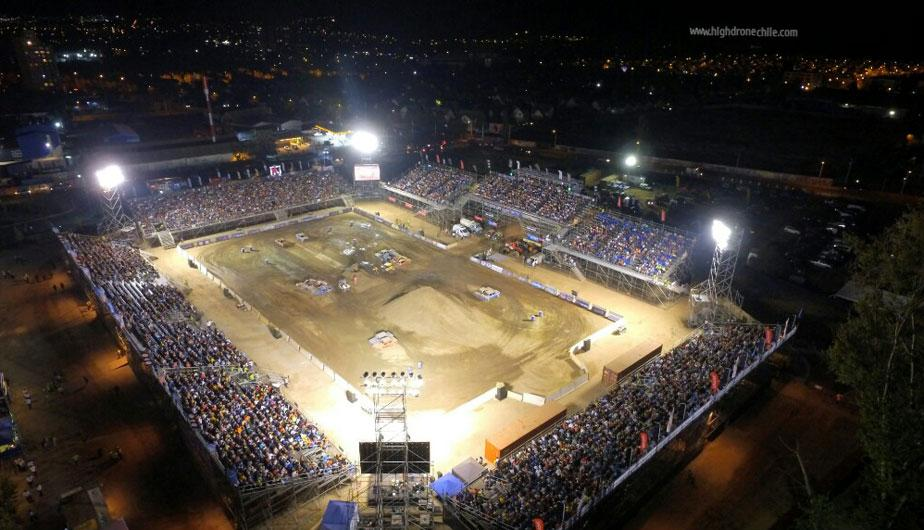 Monster trucks el evento tuerca cada m s m s cerca for Puerta 4 jockey club