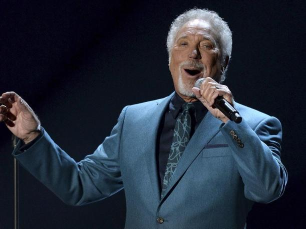 Tom Jones cancela gira por problemas en su salud
