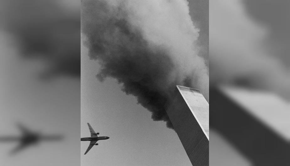 Segundo avión antes de impactar. (Foto: Watching the World Change: The Stories Behind the Images of 9-11 / David Friend)
