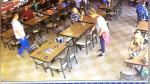 Cámaras captan misterioso fenómeno dentro de restaurante - Noticias de video sexual