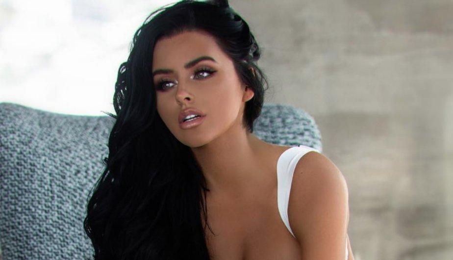 abigail ratchford on facebook related keywords abigail ratchford on facebook long tail. Black Bedroom Furniture Sets. Home Design Ideas