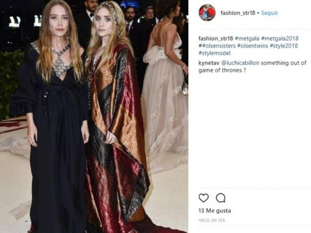 Mary Kate y Ashley Olsen eligieron una túnica con algunos estampados. (Foto: Instagram)